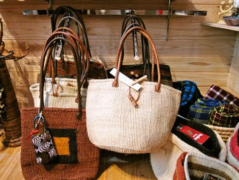 半田市キュリオショップのアフリカ雑貨、バッグ類