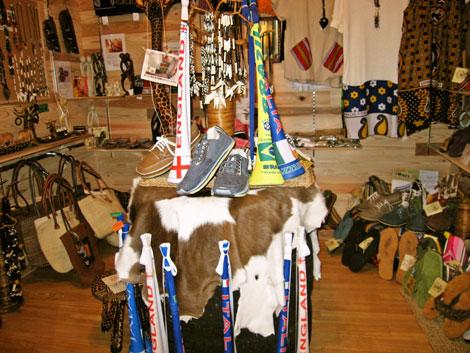 ブブゼラ他、各種アフリカ雑貨